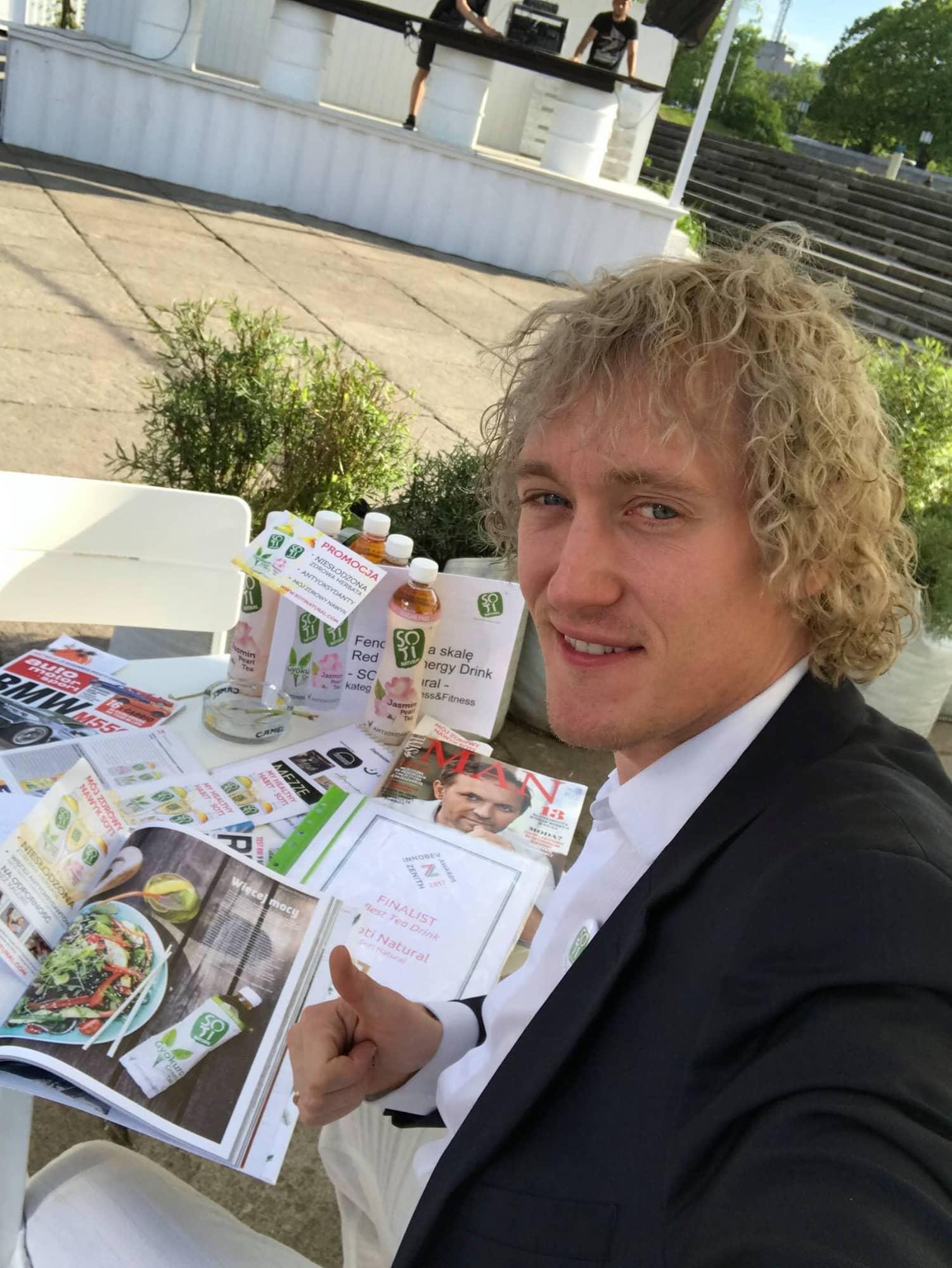 #13 Adam Paluszyński: od kariery w tenisie do produkcji napojów